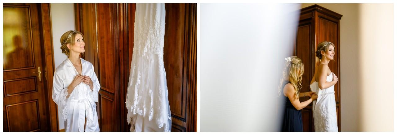 Die Braut bestaunt ihr Brautkleid in der Engelsburg vor der Hochzeit in Recklinghausen