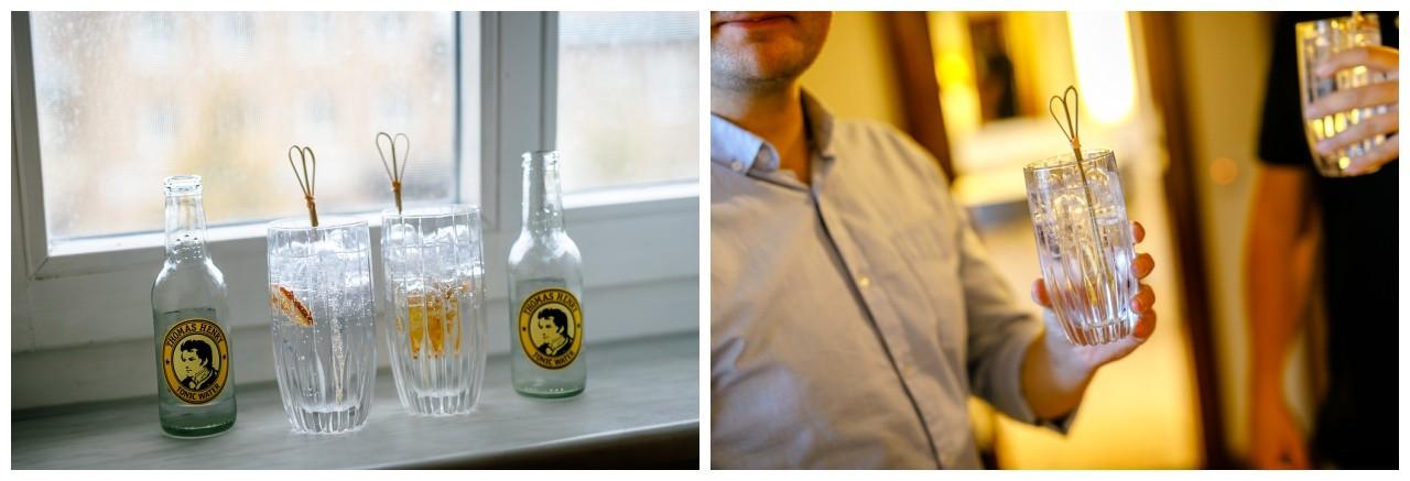 Getting Ready Bräutigam, die Trauzeugen trinken Gin Tonic