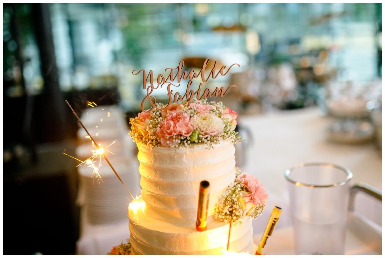 Hochzeitstorte mit Wunderkerzen im Subergs Recklinghausen