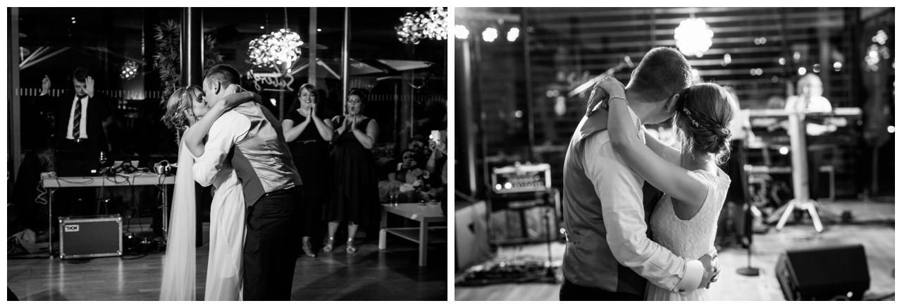 Das Brautpaar tanzt den ersten Tanz bei der Hochzeit in Recklinghausen