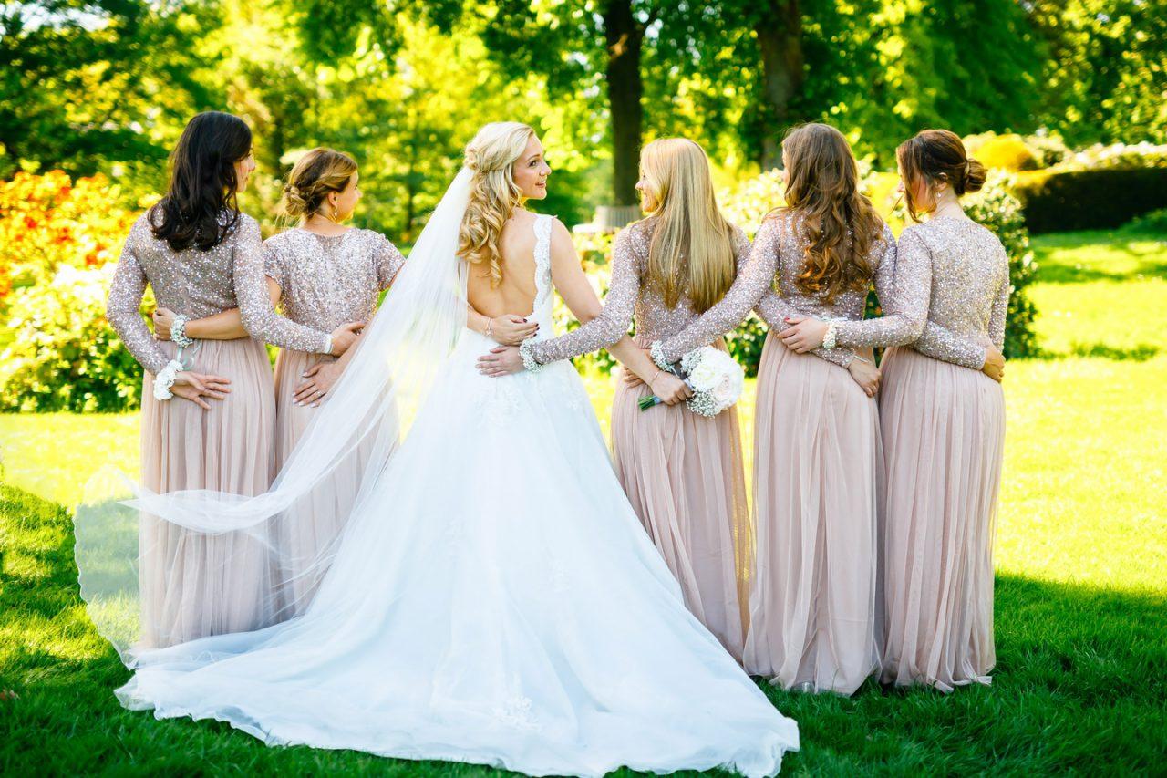 Die Braut und ihre Brautjungfern auf Schloss Hertefeld