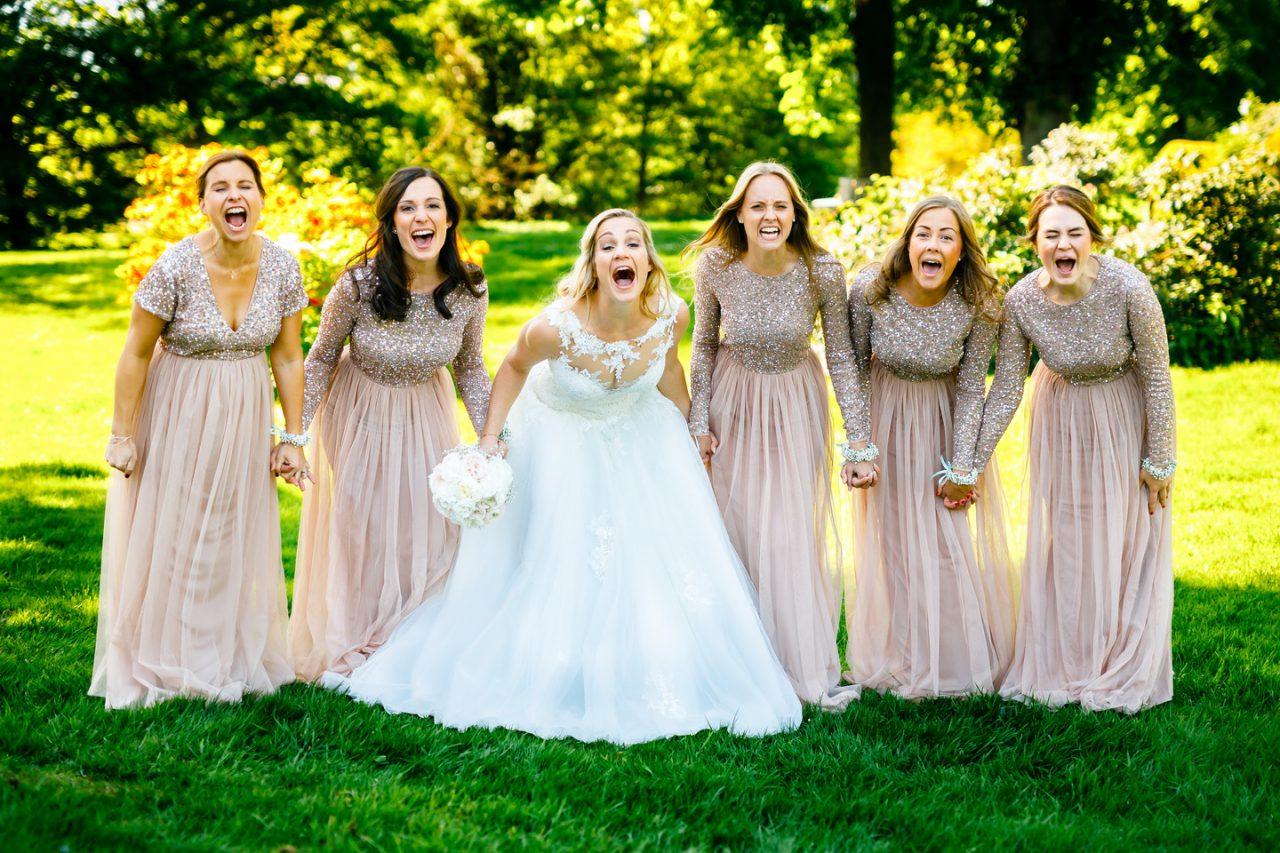 Die Braut und die Brautjungfern auf Schloss Hertefeld in Weeze