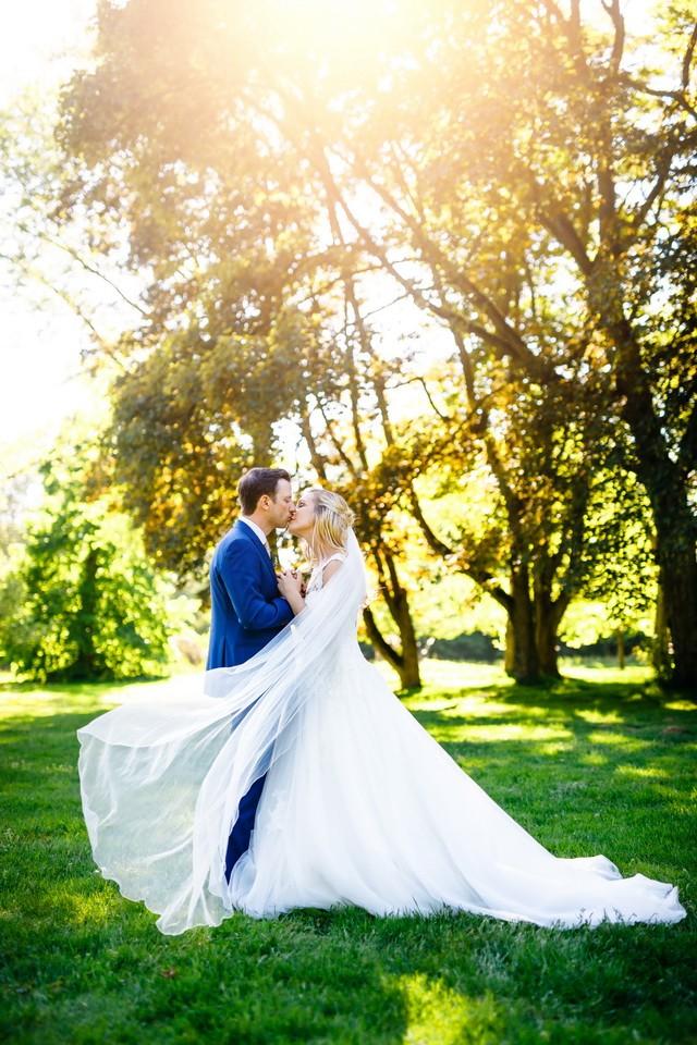 Hochzeitsfoto in der Sonne am Niederrhein
