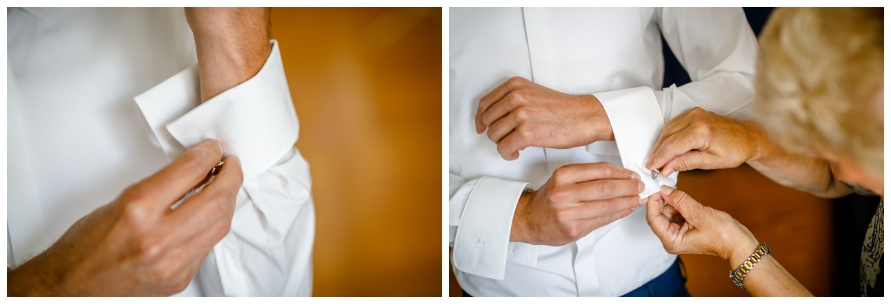 der Bräutigam zieht sich die Manschettenknöpfe an für die Hochzeit in Köln