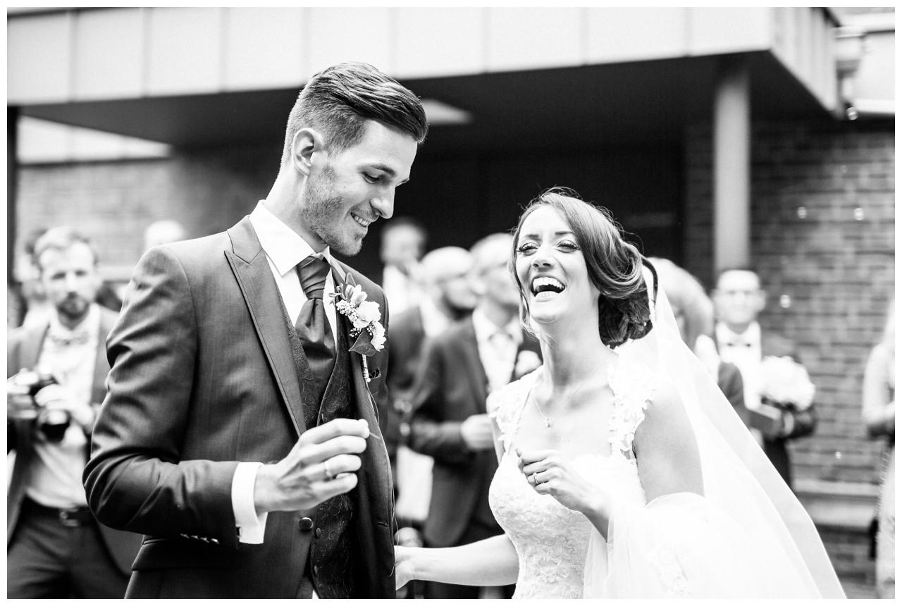 Braut und Bräutigam nach der Trauung
