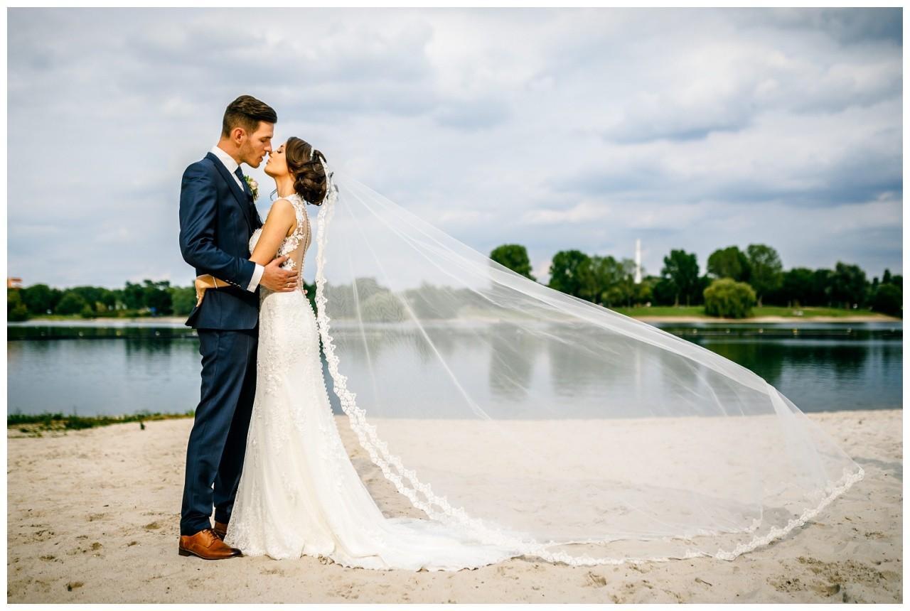 Brautpaarfoto Hochzeit Seepavillion in Köln