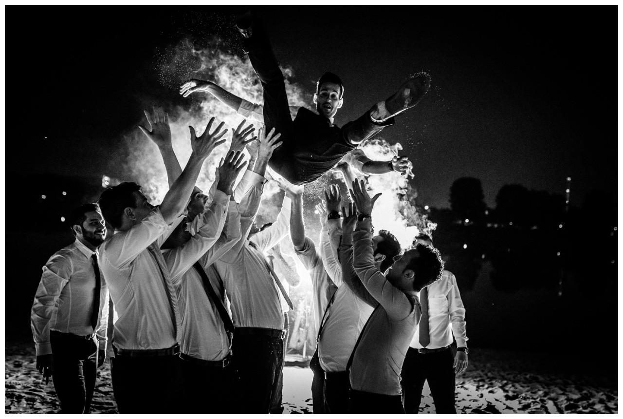 Foto nachts mitd en Jungs bei der Hochzeit in Köln