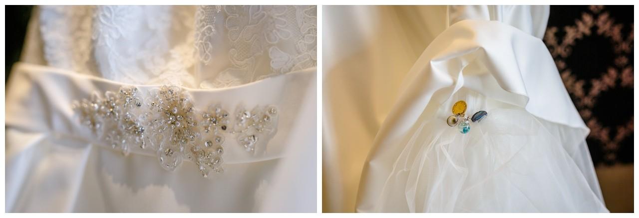 Details am Brautkleid vor der Hochzeit in Wuppertal