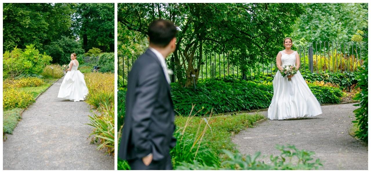 First Look im Botanischen Garten in Wuppertalfotografiert vom Hochzeitsfotograf Wuppertal