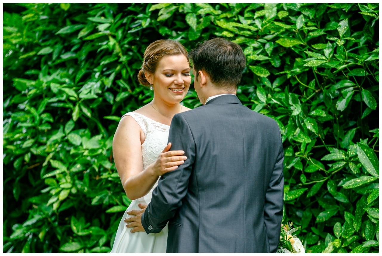 First Look bei der Hochzeit im Elisenturm in Wuppertal,