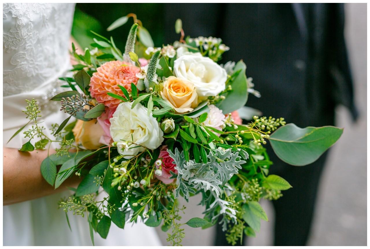 Brautstrauß Apricot bei der Hochzeit in Wuppertal