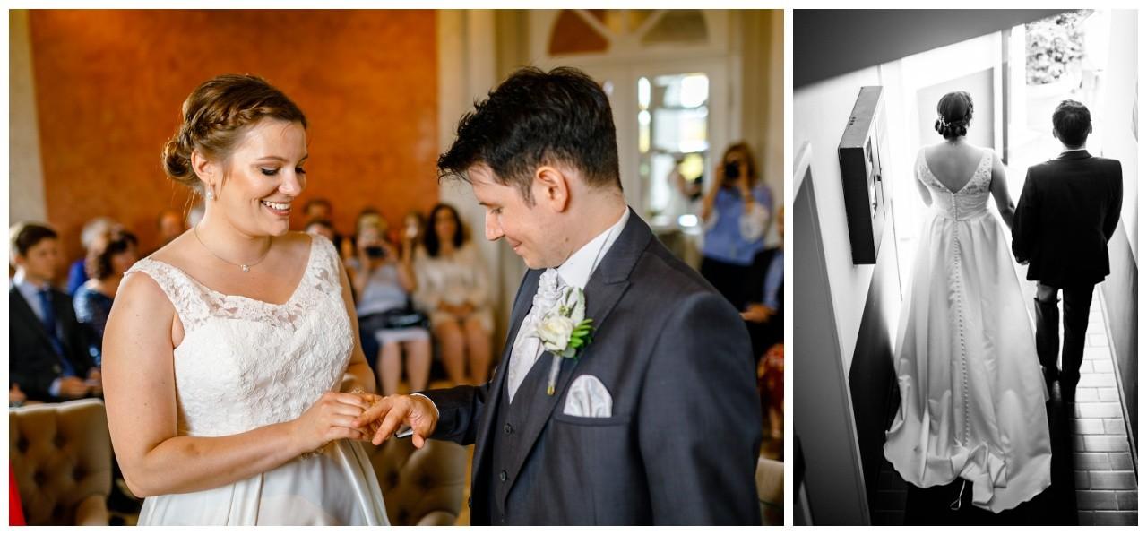 Standesamtliche Trauung in Wuppertal, das Brautpaar steckt sich die Ringe an