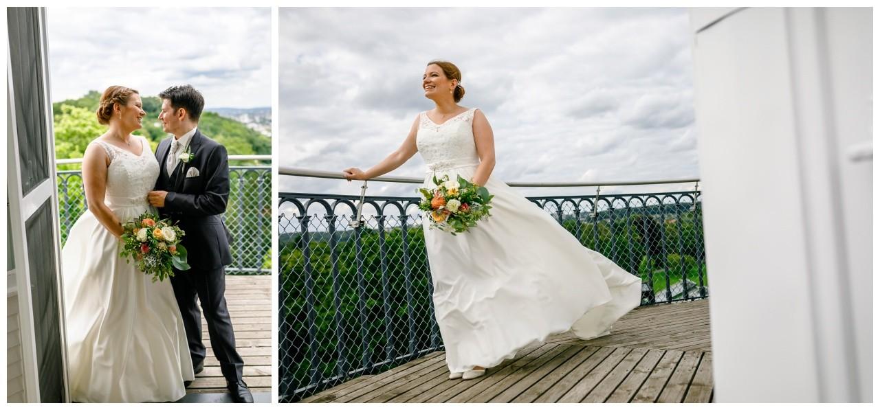 Braut und Bräutigam auf dem Elisenturm in Wuppertal
