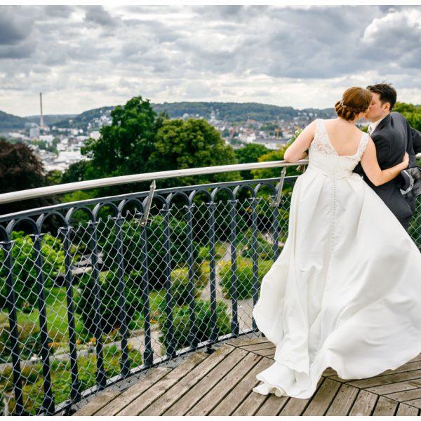 Hochzeitsbilder auf dem Elisenturm in Wuppertal vom Hochzeitsfotograf Wuppertal