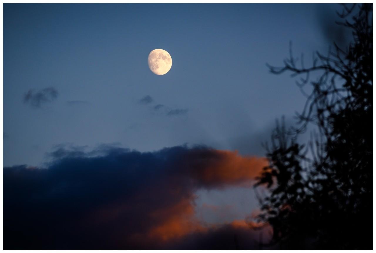 Der Mond über Wuppertal bei der Hochzeit in Elisenturm