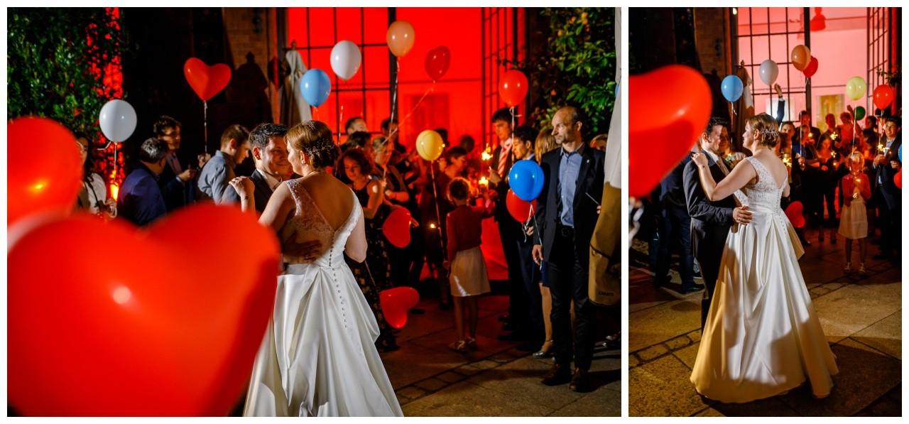 Der Hochzeitstanz in der Hochzeitslocation Orangerie in WUppertal