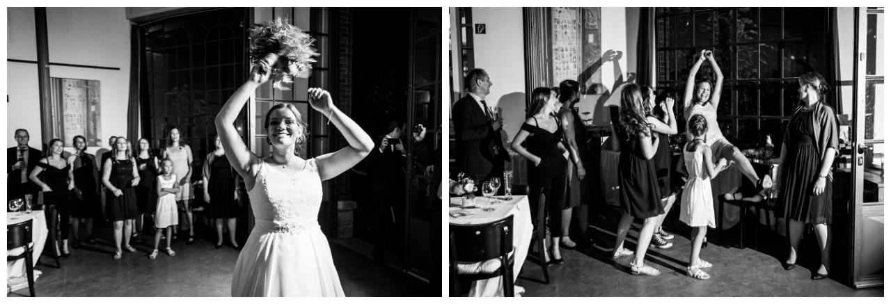 Brautstraußwurf bei der Hochzeit im Elisenturm in Wuppertal