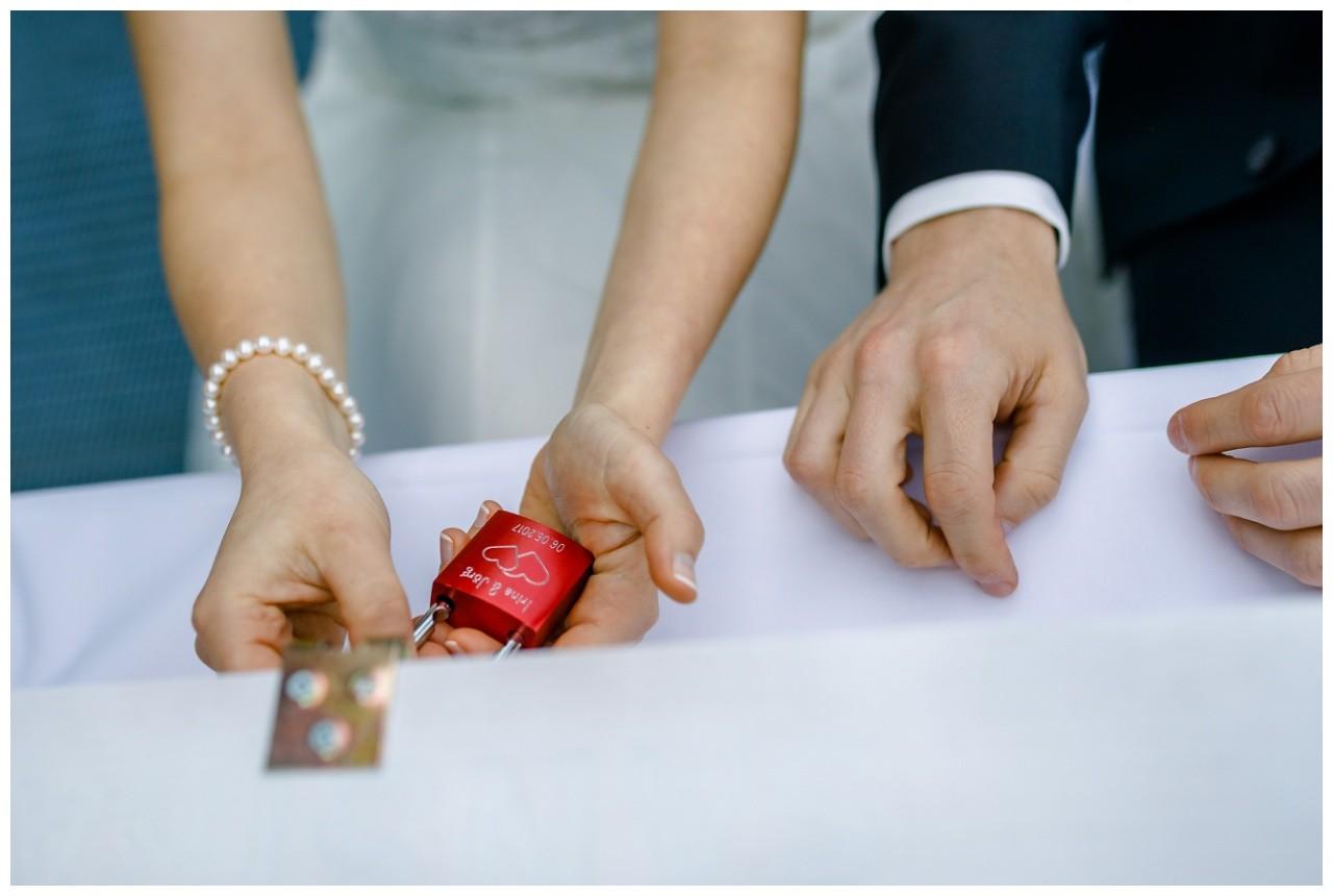 Liebesschloss bei der Hochzeit auf Zeche Zollverein