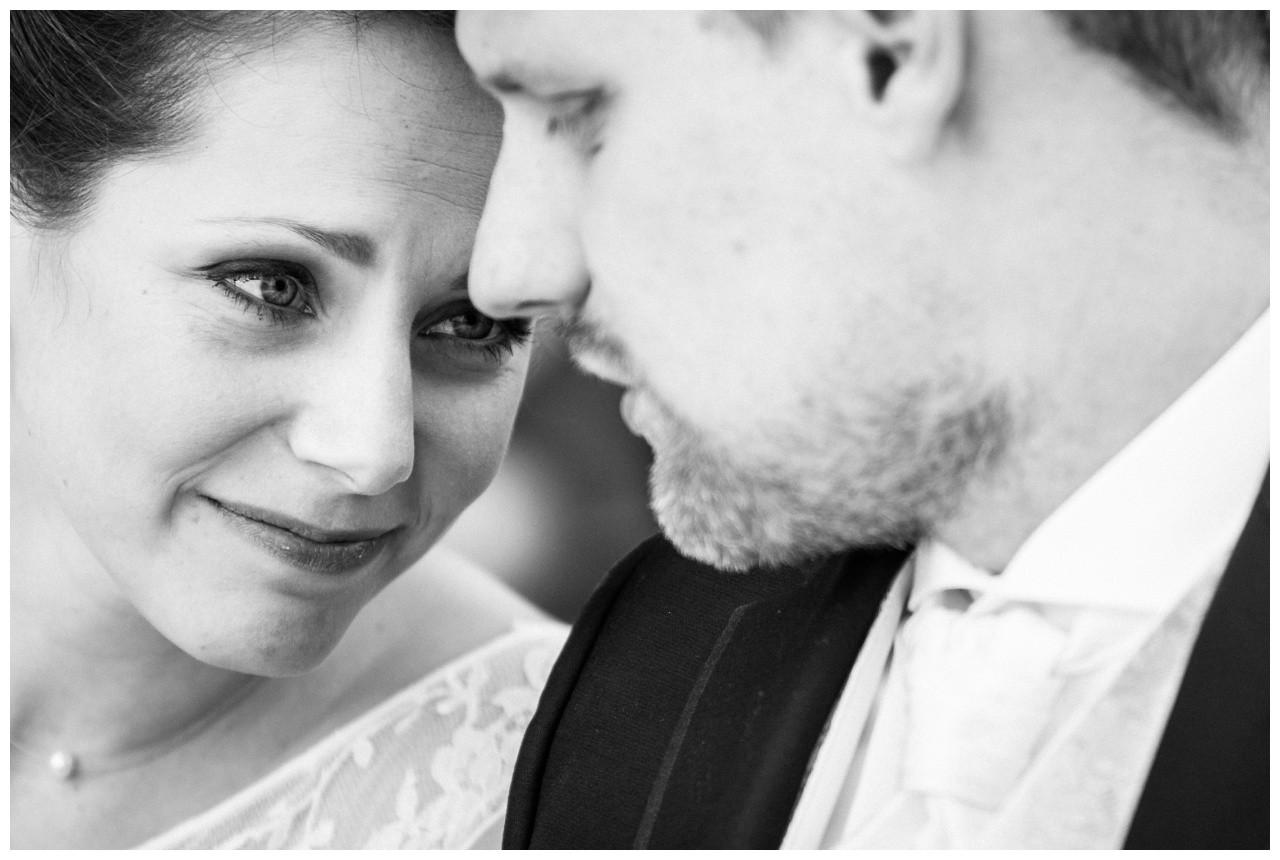 Braut und Bräutigam bei der Freien Trauung auf Zeche Zollverein in Essen