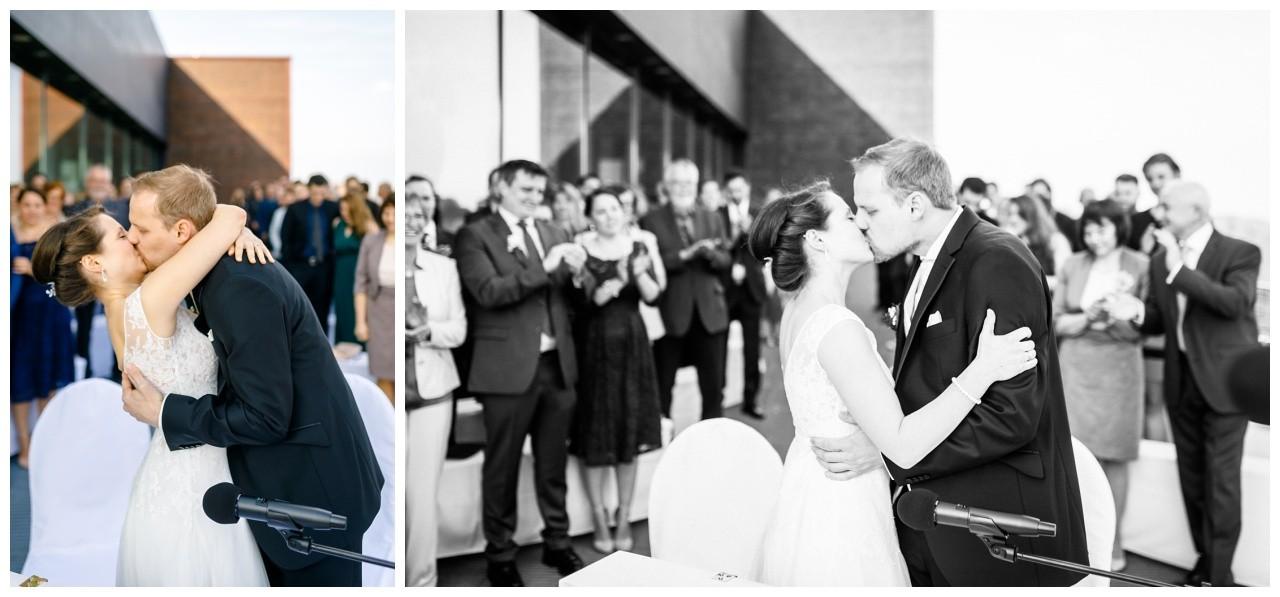Der Hochzeitskuss bei der Hochzeit auf Zeche Zollverein