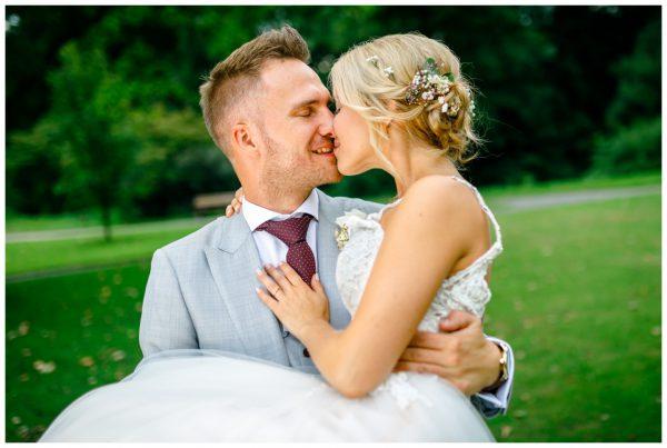 Hochzeitsfotograf Ruhrgebiet Hochzeitsfotos Herne Hochzeit im Mondpalast Hochzeitsfotografen Ruhrpott Hochzeitsbilder Schloss Strünkede Recklinghausen 068 600x403 - Hochzeitsfotograf Recklinghausen
