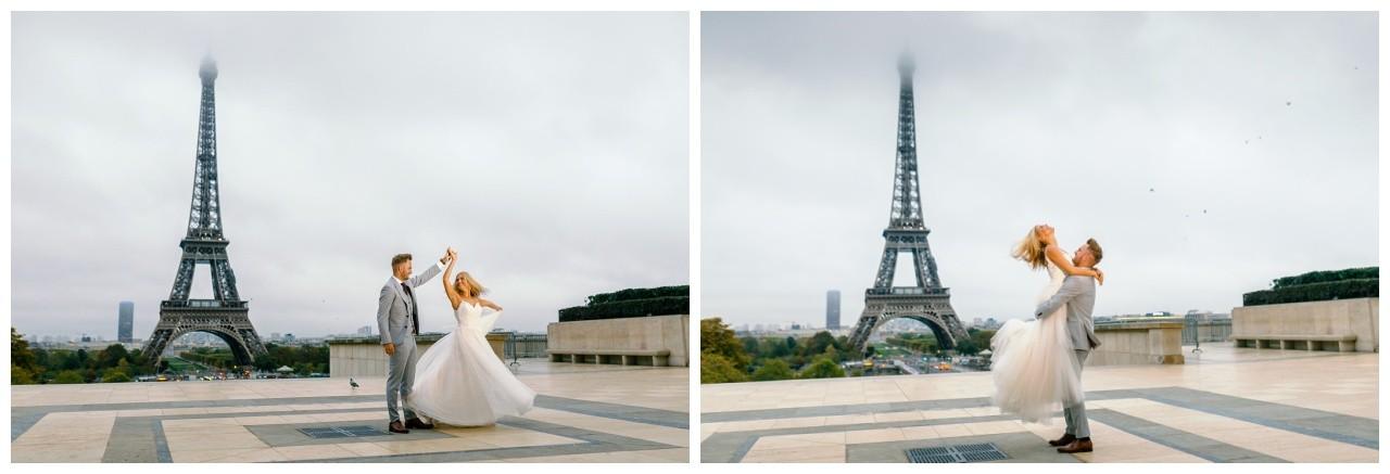 Hochzeitsfotos in Paris, das Brautpaar tanzt beim After Wedding Shooting vor dem Eiffelturm