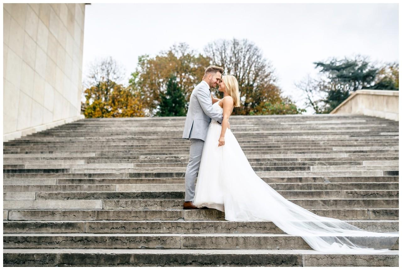 After Weddin Shooting in Paris, nach der Destinationwedding macht das Brautpaar Hochzeitsfotos.