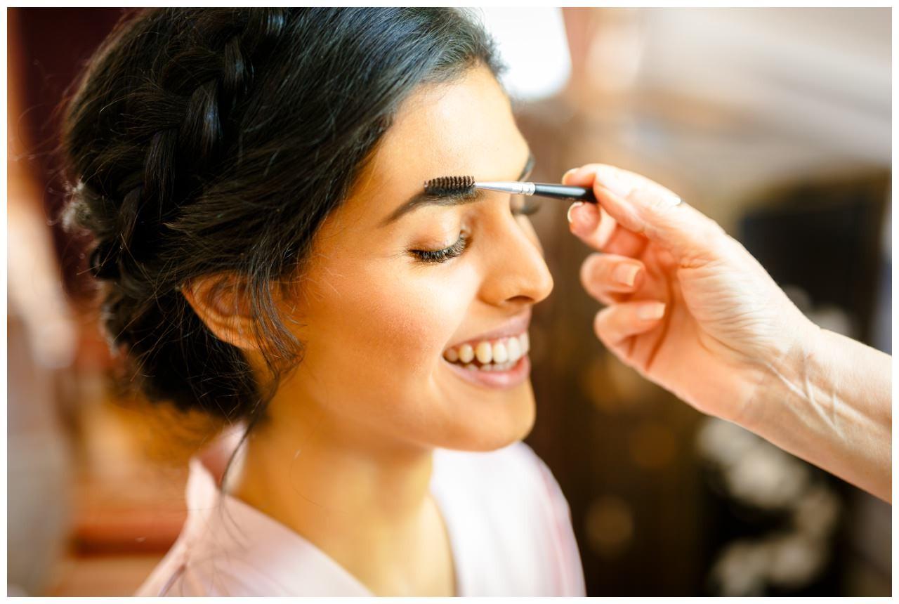 Die Visagistin macht das Braut Make Up in Bonn