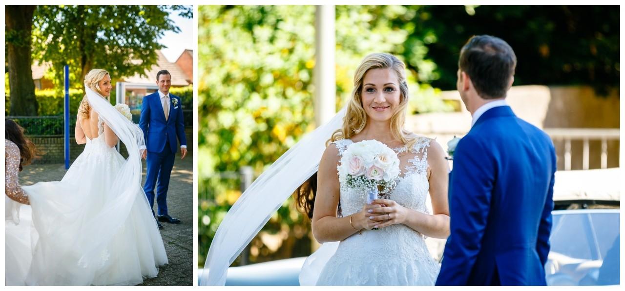 Braut und Bräutigam vo der Kirche in Weeze