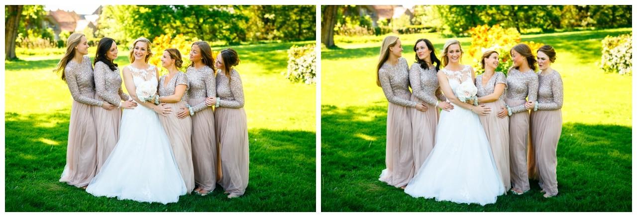 Gruppenfoto mit Brautjungfern zur Hochzeit