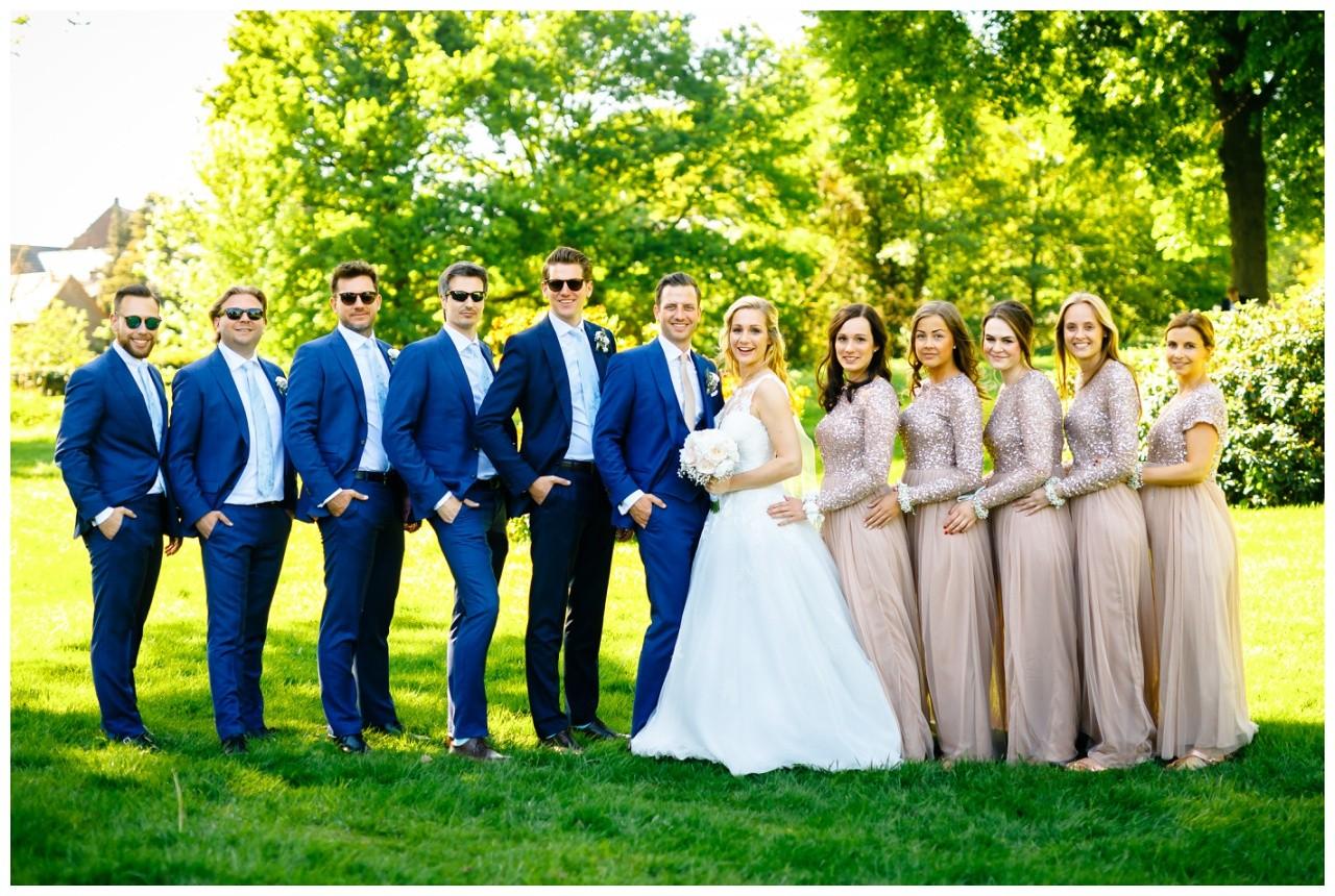Gruppenfoto zur Hochzeit