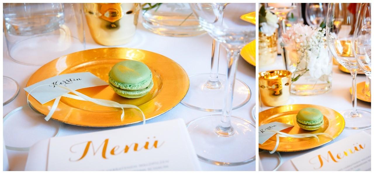 Hochzeitsdekoration in gold