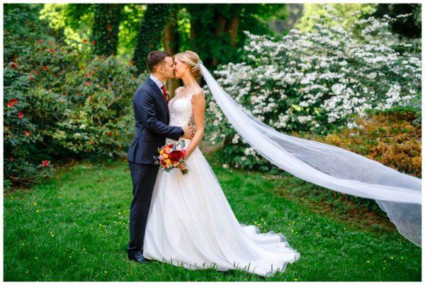 Hochzeit im Hammerwerk Engelskirchen Hochzeitsfotograf Köln Freie Trauung 31 600x403 - Gartenhochzeit