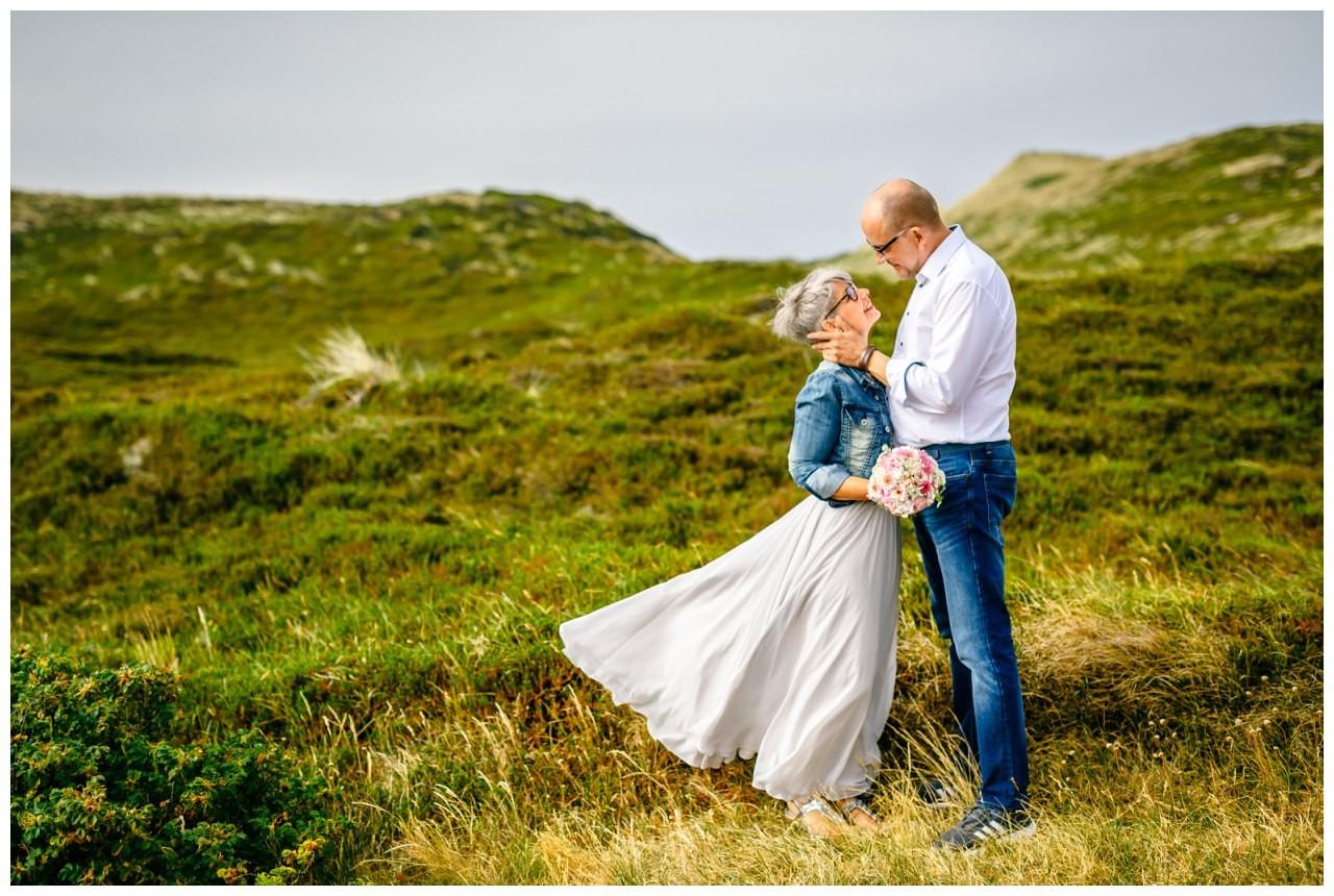 Hochzeitsshooting in den Dünen von Sylt.