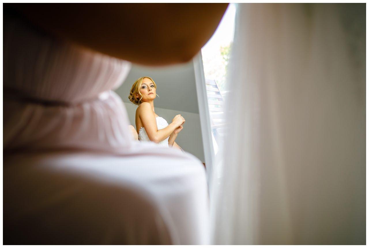 Getting Ready der Braut vor der Hochzeit in Köln.