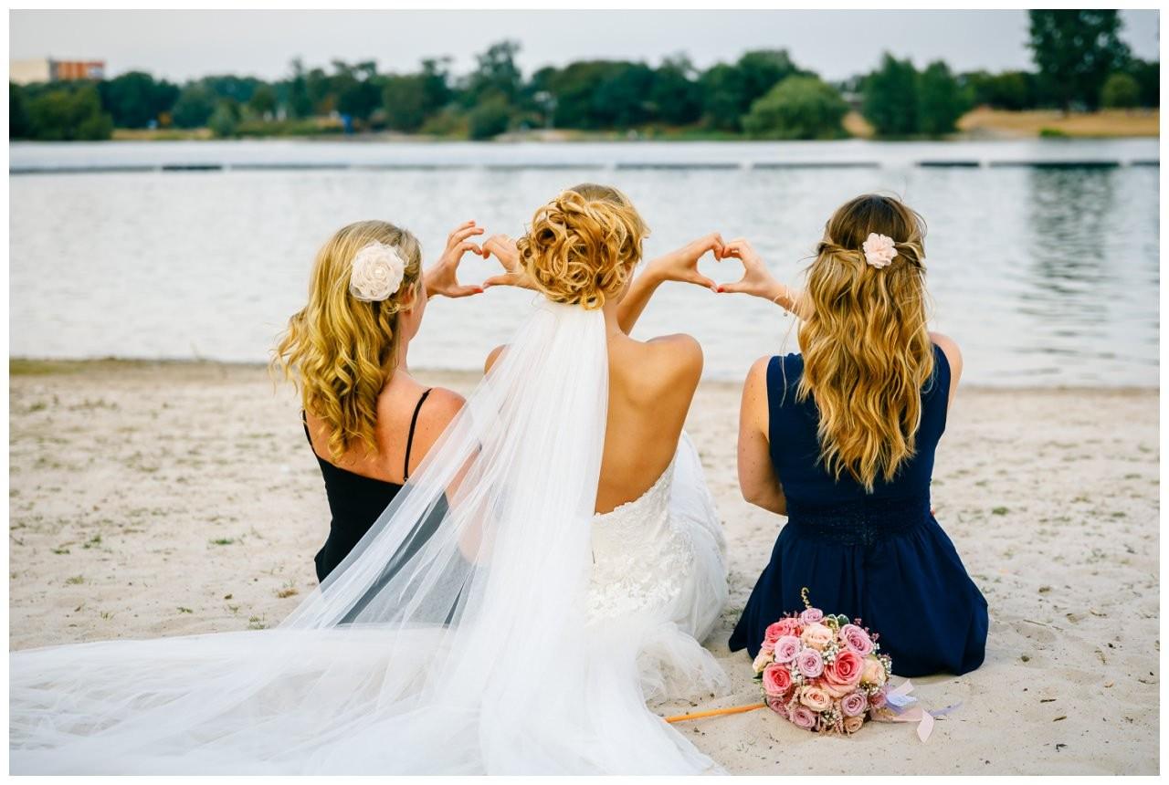 Mädelsfoto zur Hochzeit im Seepavillon Fühlinger See.