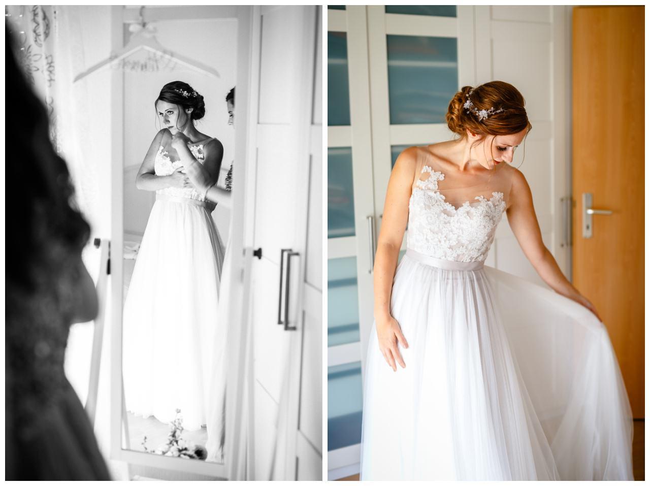 Die Braut beim Getting Ready vor der Hochzeit im Landgut am Hochwald.