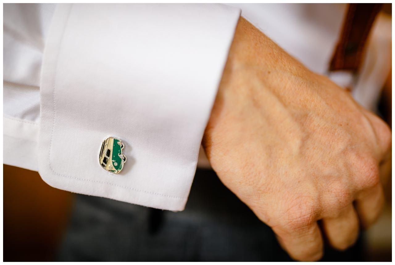 Besondere manschettenknöpfe zur Hochzeit mit VW Bulli Symbol.