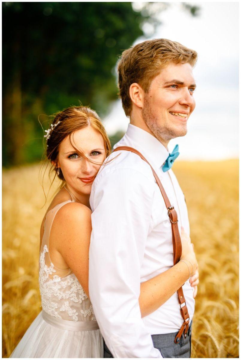 Hochzeitsfotos im Feld bei der Hochzeit im Landgut am Hochwald in Sonsbeck.