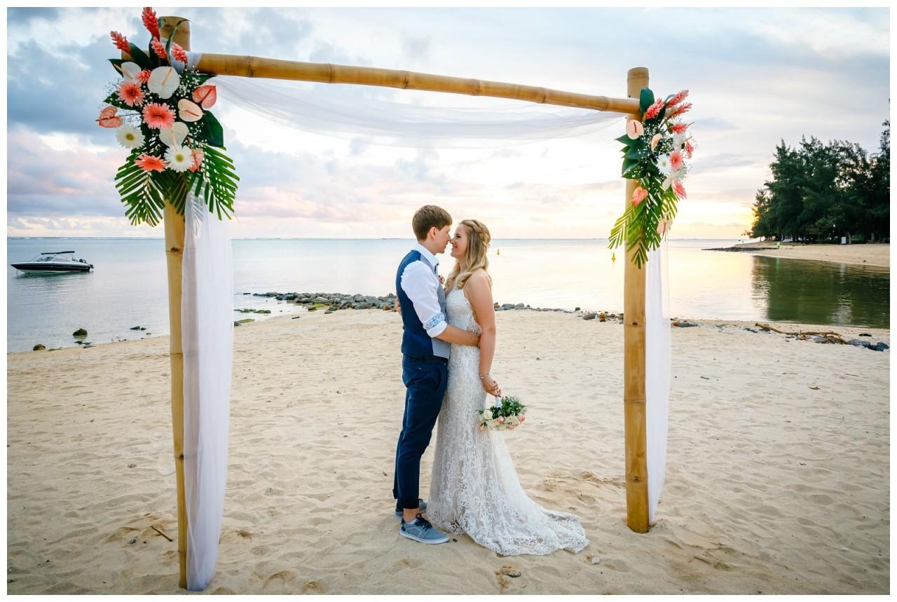 Hochzeit auf Mauritius Hochzeitsfotograf BBQ Party 33 - Standesamtliche Hochzeit oder Freie Trauung im Ausland?