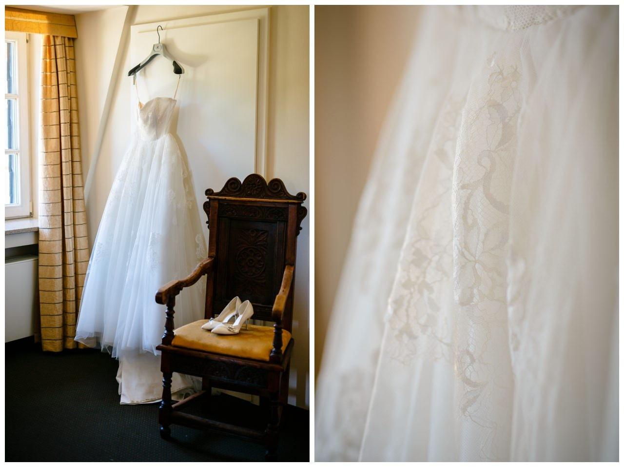 Das Brautkleid im Hotelzimmer von Schloss Berge.