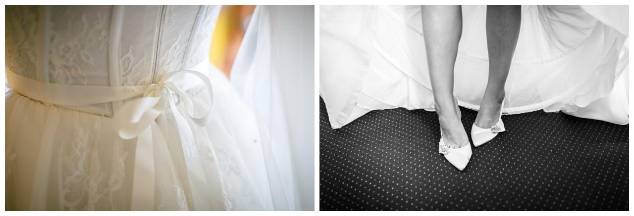 Die Brautschuhe bein Getting Ready der Braut im Hotelzimmer von Schloss Berge in Gelsenkirchen.