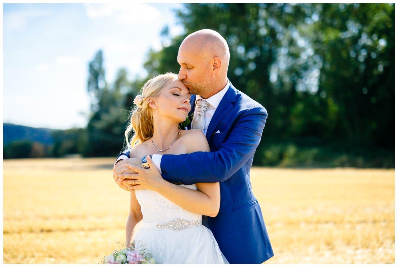 Hochzeitsbild vom Brautpaar nach der kirchlichen Trauung in Bochum.