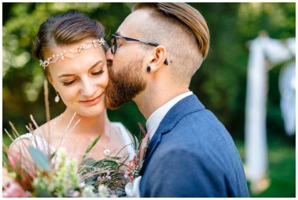 Hochzeit im Kirschhof Viersen Hochzeitsfotograf Vintage Boho Freie Trauung 46 600x403 - Gartenhochzeit