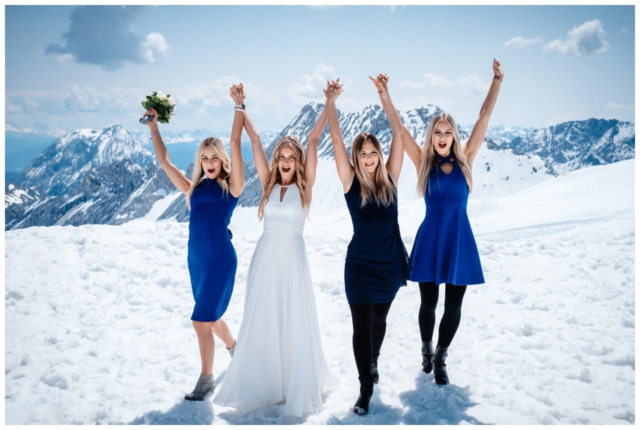 Hochzeit auf der Zugspitze Standesamt Fotos in den Bergen Fotograf 61 - Vorteile einer Auslandshochzeit