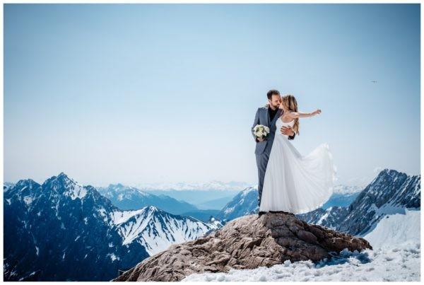 Hochzeit auf der Zugspitze Standesamt Fotos in den Bergen Fotograf 62 600x403 - Hochzeitsfotograf Tegernsee
