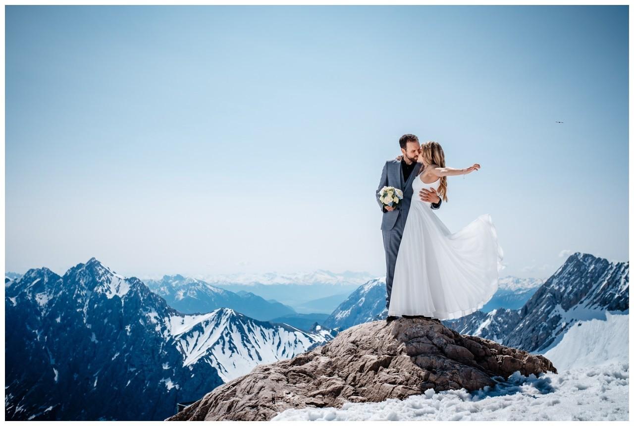 Hochzeit auf der Zugspitze Standesamt Fotos in den Bergen Fotograf 62 - Planung einer Hochzeit im Ausland