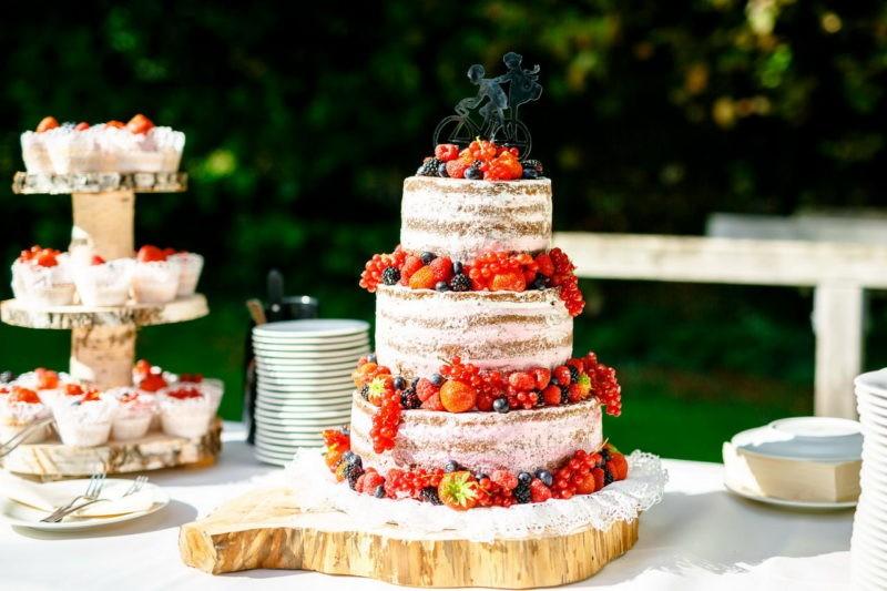 Nacken Cake mit Beeren und Cake Topper