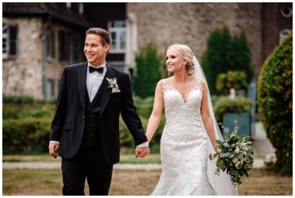 Schloss Linnep Hochzeit Fotograf Ratingen 55 600x403 - Hochzeitsscheune