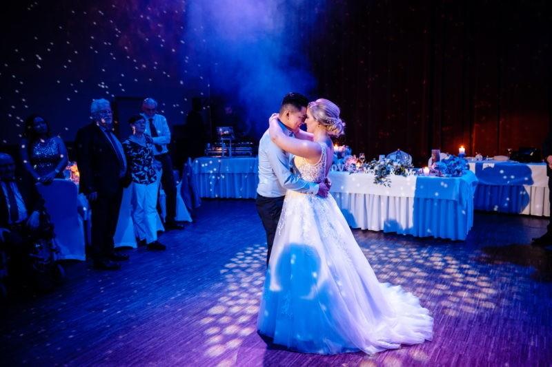Brautpaar tanzt auf Hochzeitsfeier, Eröffnungstanz, Hochzeitstanz